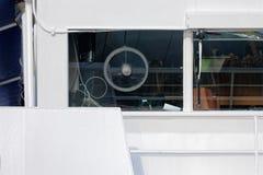 一艘现代船的桥梁 图库摄影