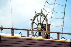 一艘老帆船的轮子 免版税图库摄影