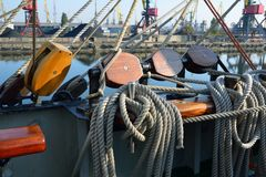 一艘老帆船的索具 库存照片