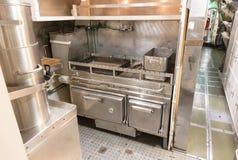 一艘老潜水艇的内部-厨房 库存照片