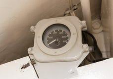 一艘老潜水艇的内部-无线电室 库存照片