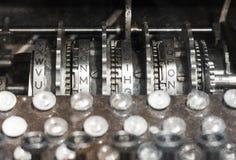 一艘老潜水艇的内部-编码传讯 免版税库存图片