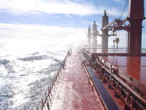 一艘船的甲板在风暴的 免版税库存照片