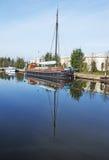 一艘被停泊的运河驳船 图库摄影