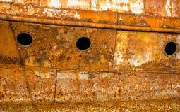 一艘被放弃的船的生锈的墙壁 免版税库存图片