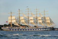 一艘装备完整的船是有三个或多个帆柱的一艘帆船 库存图片
