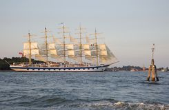 一艘装备完整的船是有三个或多个帆柱的一艘帆船 免版税库存图片