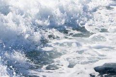 一艘轮渡船的波浪在开放海洋的 图库摄影