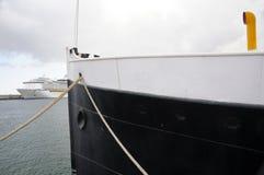 一艘远洋班轮的演变,与超过100年单独 免版税库存照片
