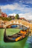 一艘长平底船的特写镜头在威尼斯 图库摄影