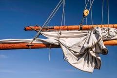 一艘高帆船的帆柱和风帆 免版税图库摄影