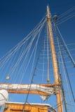 一艘高帆船的帆柱和风帆 库存图片