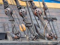 一艘高船的索具的细节 免版税库存照片