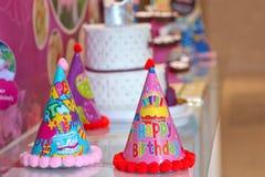 一蓝色装饰生日快乐的帽子 免版税库存图片