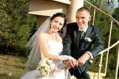 一起享用年轻人的夫妇 免版税库存图片