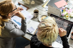 一起企业同事配合运作的办公室 免版税库存照片