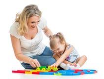 一起使用的女婴和的母亲 免版税图库摄影