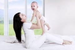 一起使用的母亲和的婴孩 图库摄影