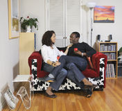 一起供以座位的夫妇空间 免版税库存照片