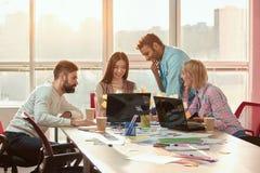 一起创造新理念的网设计师 免版税库存照片