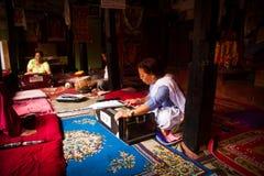 一起印度乐团戏剧在加德满都棉结的一个寺庙 免版税图库摄影