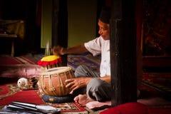 一起印度乐团戏剧在加德满都棉结的一个寺庙 图库摄影
