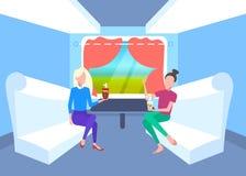 一起坐在火车隔间乘客的两名妇女谈论喝茶在假期旅行铁路期间 库存例证