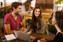 一起学习的朋友 免版税图库摄影