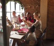 一起家庭圣诞节庆祝概念 免版税库存照片