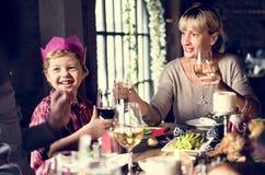 一起家庭圣诞节庆祝概念 免版税图库摄影