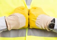 一起工作者手和拳头wearign手套 库存图片