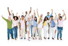 一起庆祝大小组不同的人民 免版税库存照片