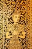 一起手佛教寺庙的老壁画的泰国公主 免版税库存照片