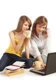 一起执行家庭作业学员 免版税库存照片