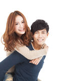 一起拥抱年轻的夫妇 免版税库存图片