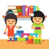 一起演奏大厦塔的亚裔孩子 免版税库存图片
