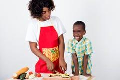 一起烹调少妇和她的孩子 库存图片