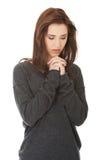 一起祈祷用她的手的妇女 免版税库存照片
