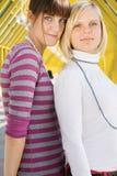 一起突出二的女孩 免版税库存照片