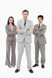 一起站立严肃的年轻的businessteam 免版税库存照片