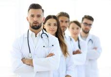 一起站立医疗队的画象  免版税图库摄影