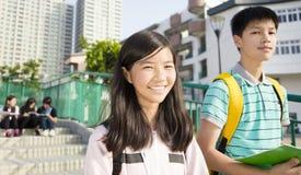 一起站立在校园的少年Students库存图片