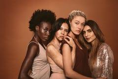 一起站立小组不同的妇女 免版税图库摄影
