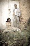 一起站立年轻有吸引力的印地安的夫妇户外 免版税图库摄影