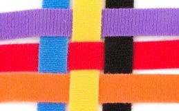 一起编辫子的五颜六色的维可牢尼龙搭扣小条 免版税库存照片