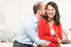 一起获得的夫妇乐趣 免版税库存图片