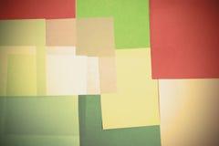 一起被叠加的颜色纸抽象背景 库存照片
