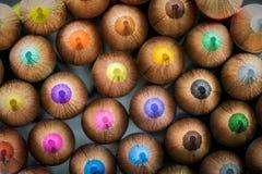 一起被堆积的色的铅笔点 库存照片