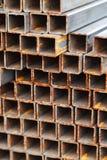 一起被连接的金属方形的管 库存图片