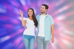 一起走愉快的偶然的夫妇的综合图象 免版税库存照片